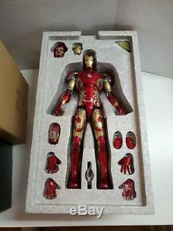 Hot Toys 1/6 Iron Man Mark XLIII Avengers Age Of Ultron MMS278-D09 was Displayed