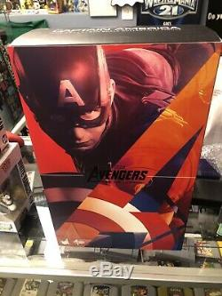 Hot Toys Avengers Age of Ultron- Captain America Sixth Scale Figure MMS 281