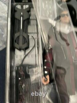Hot Toys Hawkeye Avengers Age Of Ultron 1/6 16 Scale Figure Used