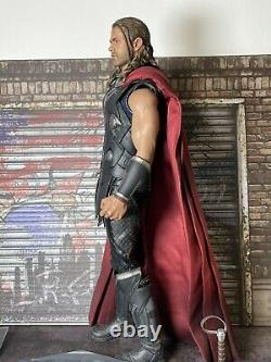 Hot Toys MMS 306 Thor Avengers Age of Ultron 1/6 Scale Figure