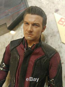 (US) Hot Toys Hawkeye Jeremy Renner Figure 1/6 Age of Ultron Stand Sculpt Avenge